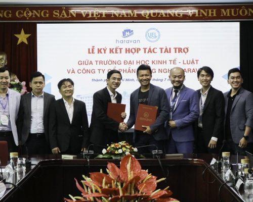 Lễ ký kết MOU hợp tác tài trợ giữa Công ty CP Công nghê Haravan và Trường Đại học Kinh tế – Luật